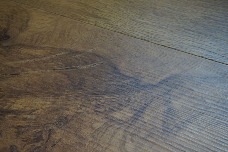 detail-close-up-karndean-wellington-oak-luxury-vinyl-vgw53t