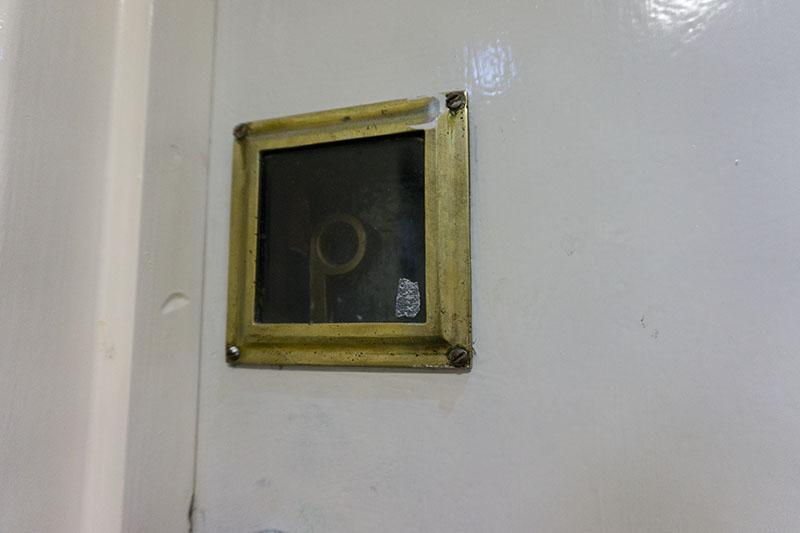 fire-escape-flat-glass-breaks-open-flat-security-issue-front-door