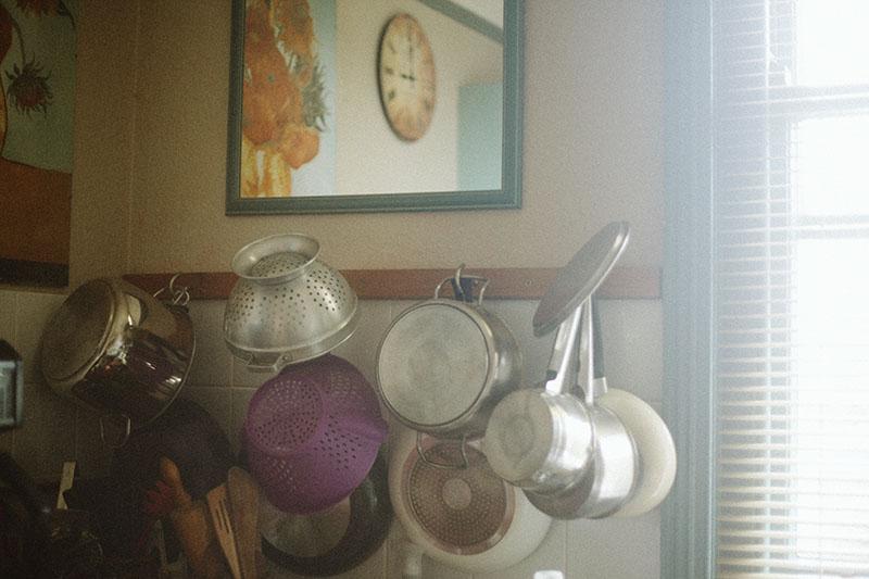 hanging-pots-kitchen-window-lighting