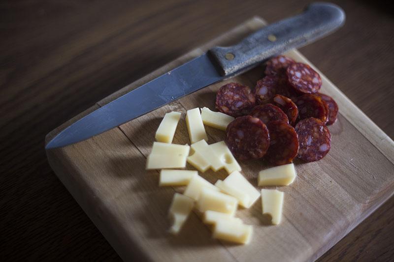 cheese-chorizo-breakfast-knife-cutting-board